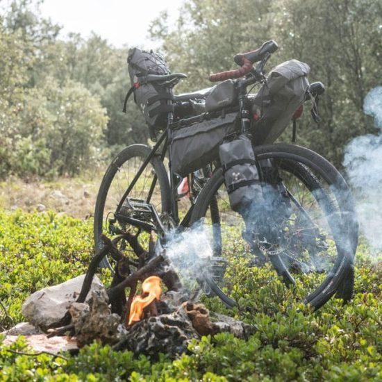 Gravel Bike mit Bikepackingtaschen
