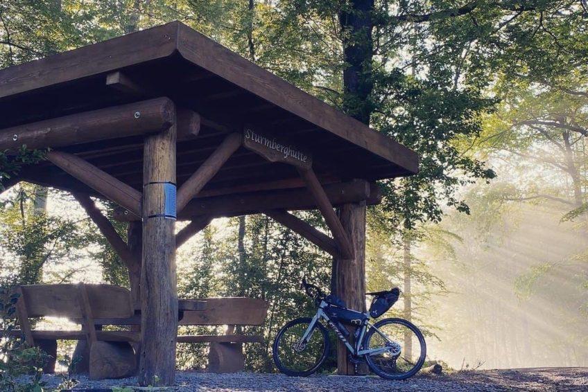 Bikepacking im Wald