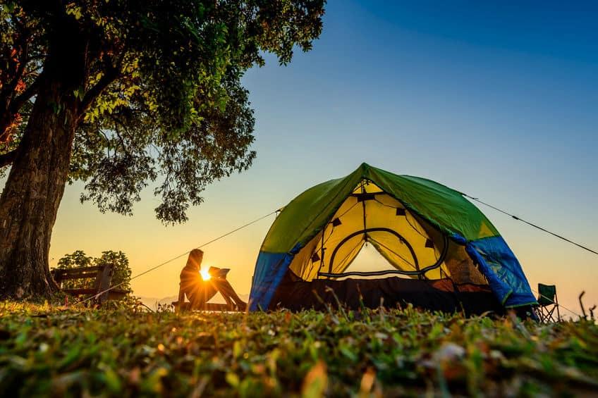 Zeltplatz bei Sonnenuntergang